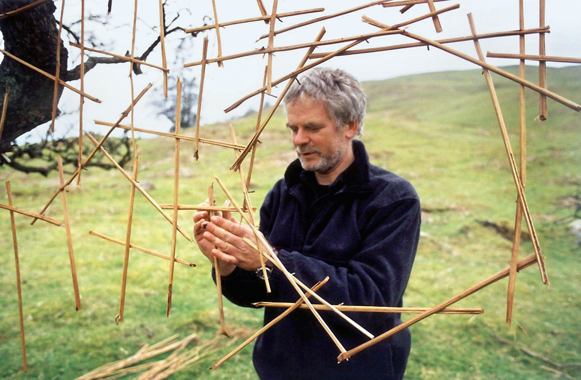 life andy goldsworthy Andy goldsworthy creates site-specific land art that uses natural  each transient  manipulation draws upon the energy and life that is flowing.