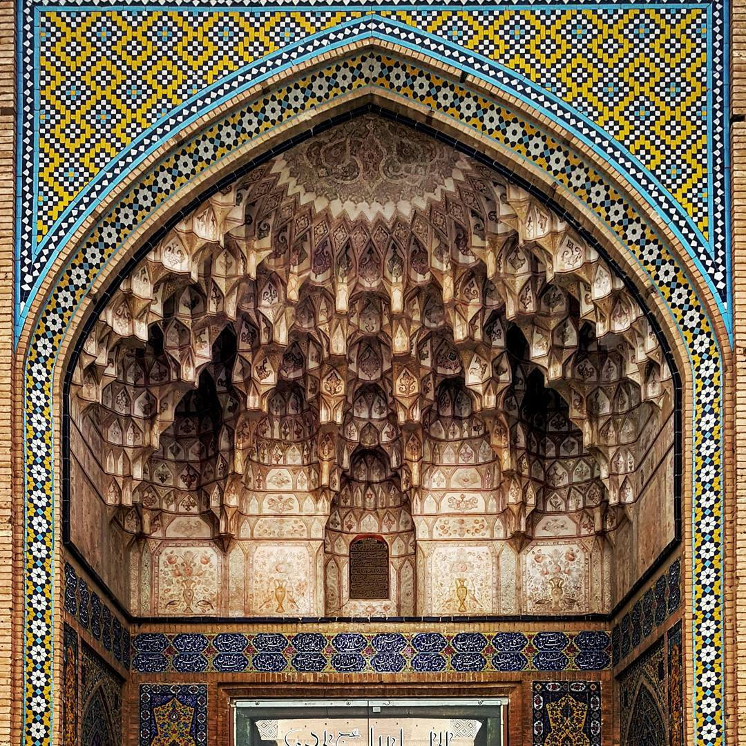 http://doorofperception.com/wp-content/uploads/doorofperception.com-islamic_architecture-iranian_mosque_celings-13.jpg
