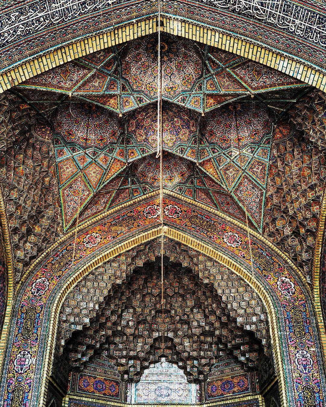 http://doorofperception.com/wp-content/uploads/doorofperception.com-islamic_architecture-iranian_mosque_celings-43.jpg